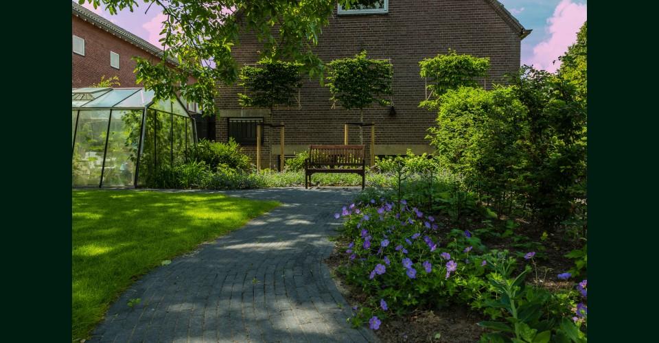 Landelijke tuin Oud Beijerland.JPG